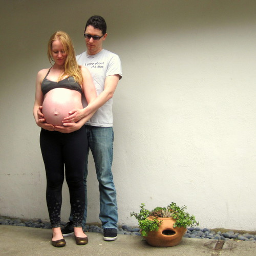 prenatal-belly-gaze